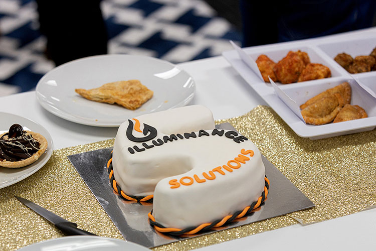 Cake shaped as the number 5 with illuminance logo